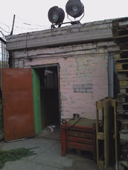 Продаю кирпичную будку  на охраняемой базе.